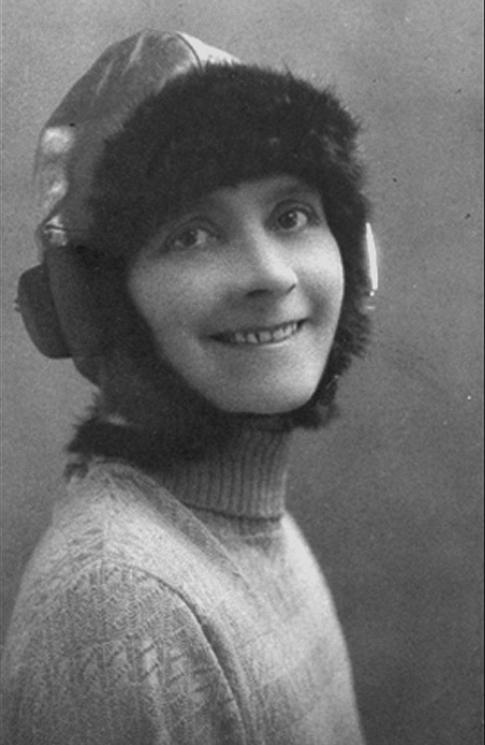 Female pilot Tracy Lamb