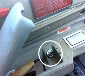 The oxygen port beneath pilot's armrest. Image: ATSB