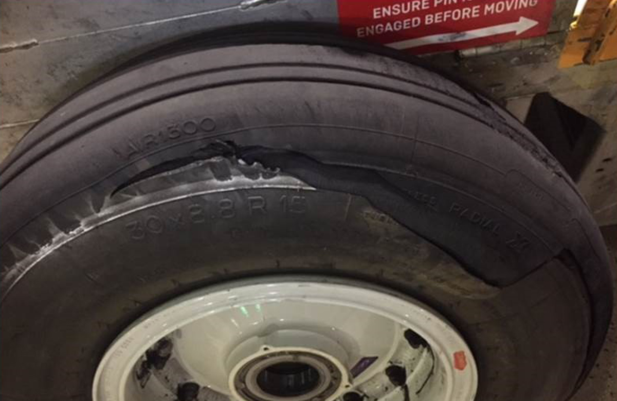 AIRBUS A321 231-ATA 3244 TIRE-TYRE-TREAD SEPARATION. DR 611751116