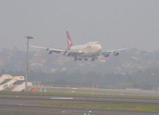 747 in Sydney haze