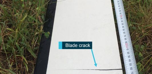 A cracked rotor blade found after a Robinson R22 made a precautionary landing in December 2016.