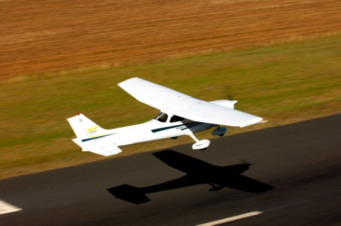 Cessna 172 taking off at Bathurst Airport. | © Civil Aviation Safety Authority