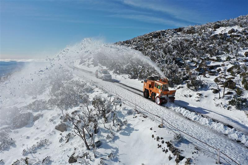 Snow clearing underway at Mount Wellington