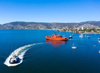 Farewell voyage of the icebreaker Aurora Australis from Hobart.