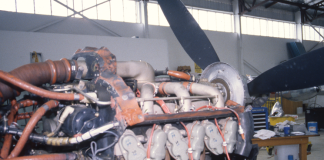 Plane engine with propellor – maintenance